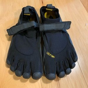 Vibram Shoes - Vibram original classic men's shoe. Size 40